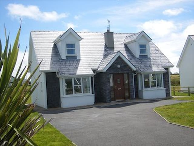 Liscannor detached holiday home sleeps up to 8