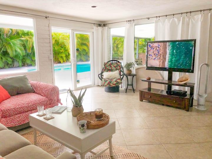 Trendy+Spacious 2BR/2BA, Pool, Kailua Town/Beach