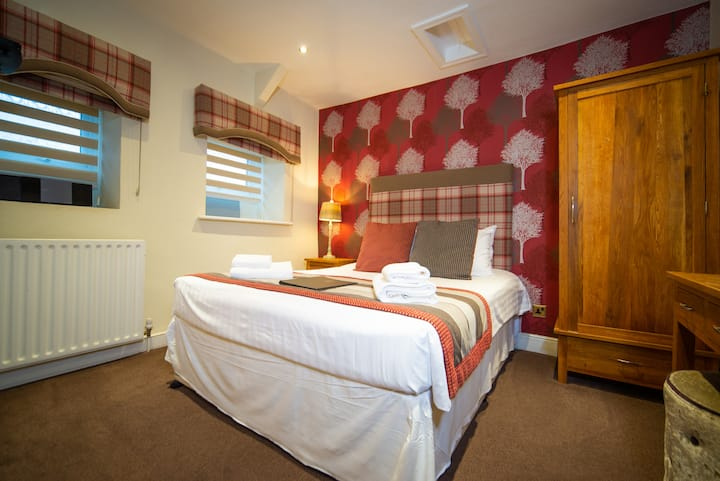 Dog-friendly Double Room at rear of Inn