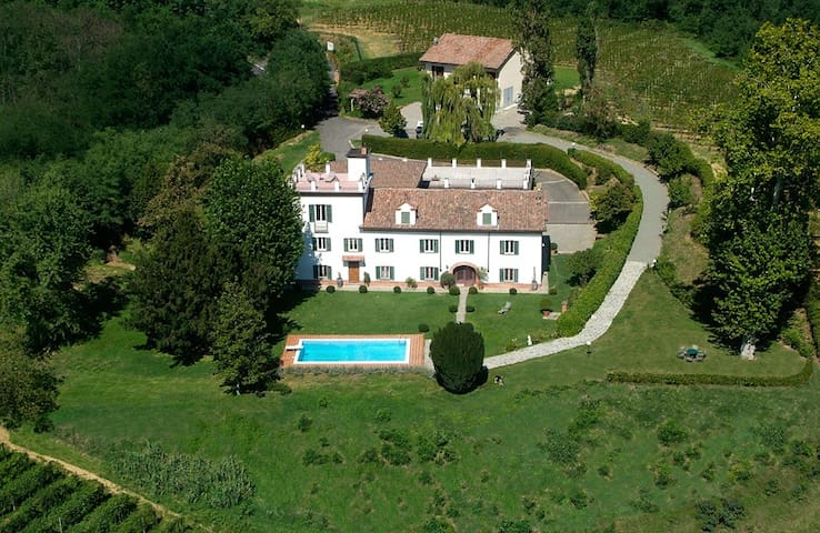 Weingut Incisiana Turmhaus - Incisa Scapaccino - Villa