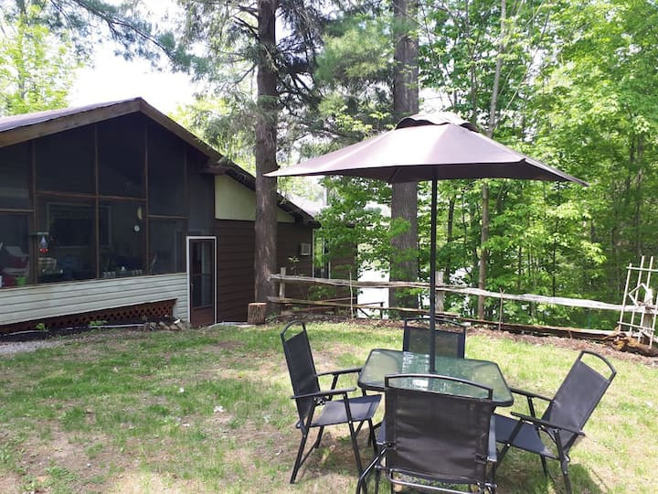 Spacious & Private 4 Season Waterfront Cottage (6)