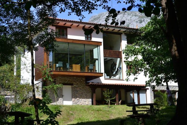 Habitación doble, en los Valles del Oso - Asturias