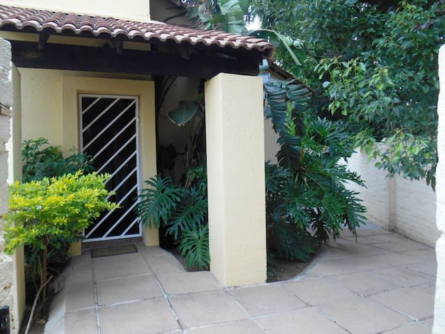 Charming house with garden - Sandton - House