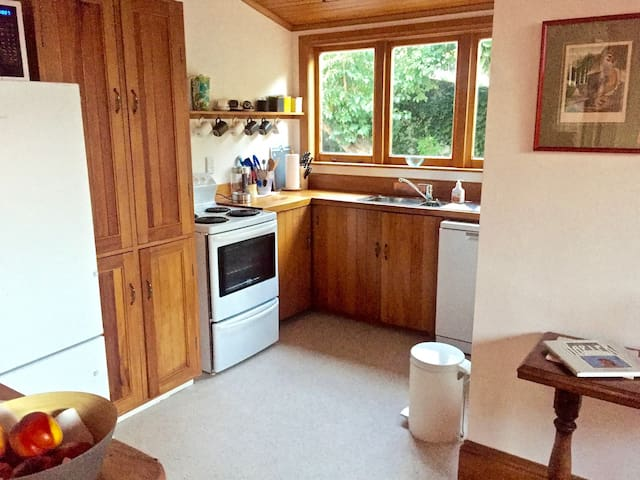 Fully equipped kitchen, with breakfast provided and fresh fruit.