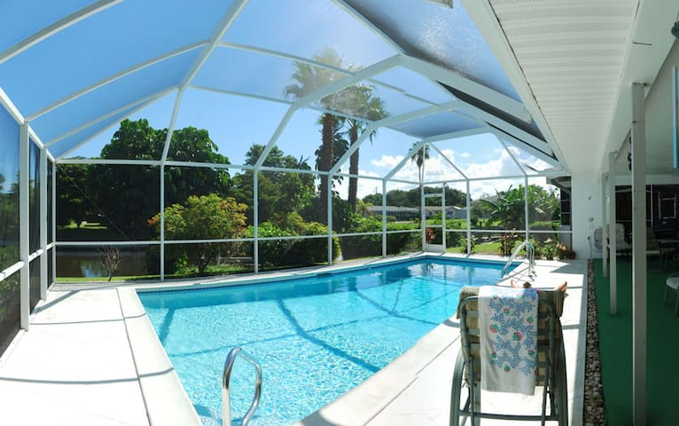 It's Paradise: Casa Canal Raleigh