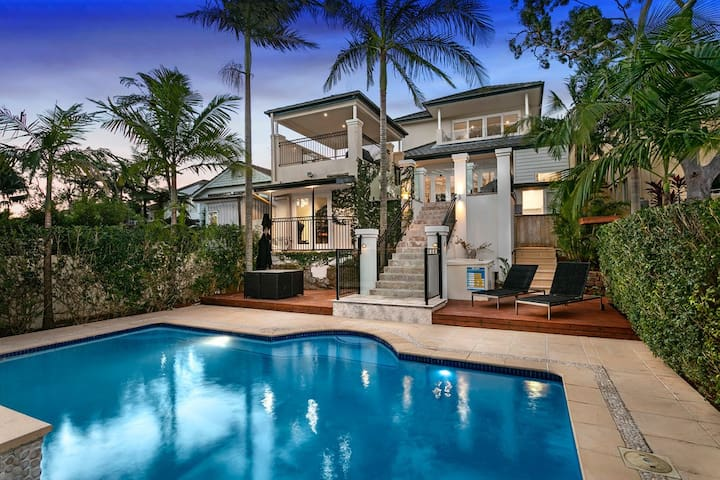 Resort style living 10 minutes to Manly and beach