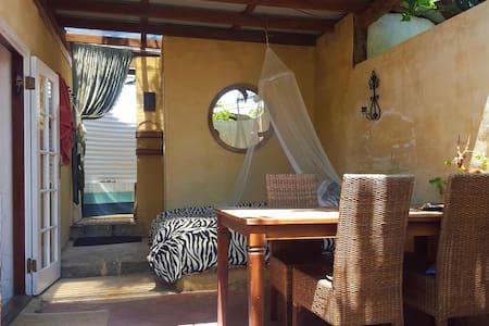 Freostays' Khaya Studio - White Gum Valley
