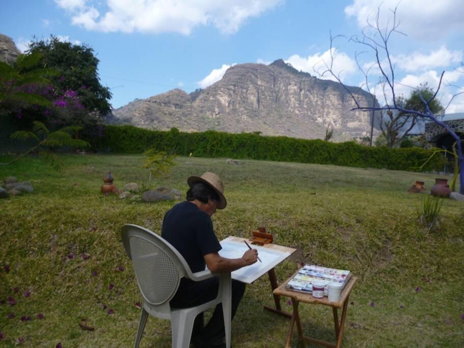 Pintando el paisaje en un ambiente inspirador.