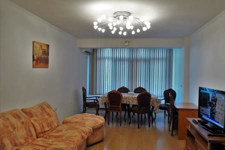 Sunny apartment in a communicative area - ブルガス