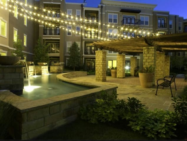 Great place right on the lake.. - Irving - Apartemen