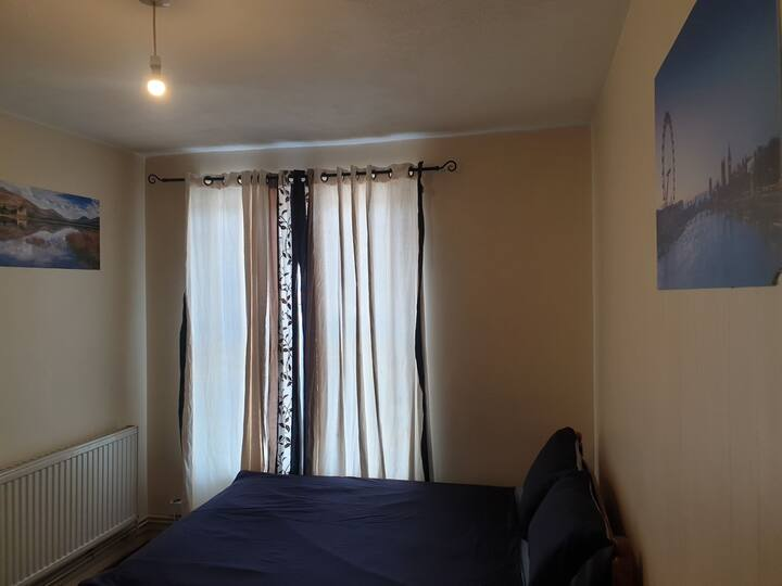 Room in larkhall rise