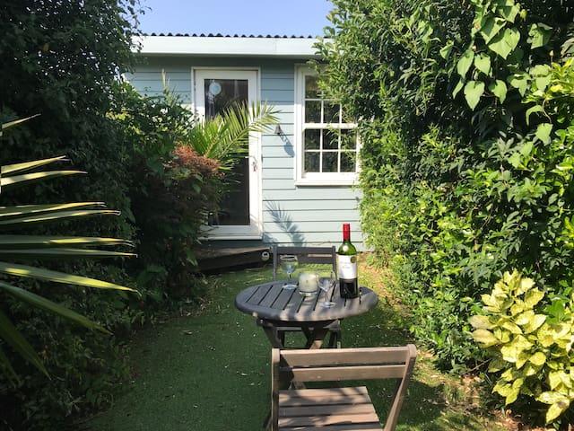 Falcon Cottage - 7 Guests, Sea Views