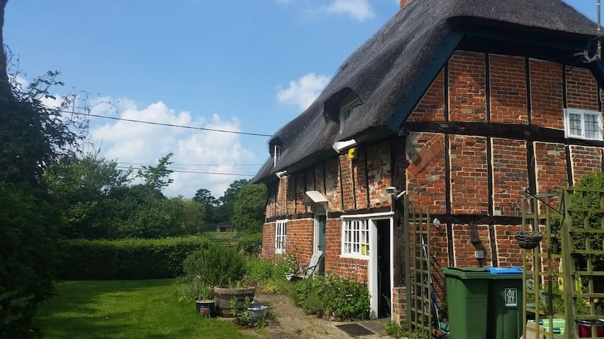 Gorgeous and cosy thatched cottage