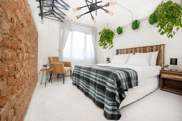 The charming bedroom offers you comfort when you come home. Sleep well!
