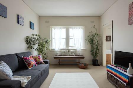 Sunny room on Tamarama Beach - Tamarama