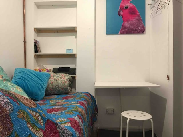 Room for 1, in historic home, Melbourne CBD fringe