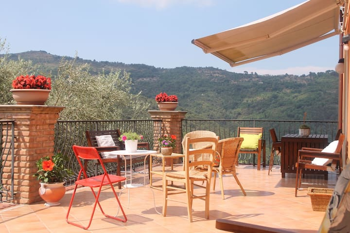 House in the Cilento with pool and views of the hills from the large terrace.