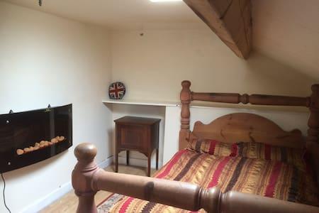 Attic en-suite room in Douglas - Douglas - Casa