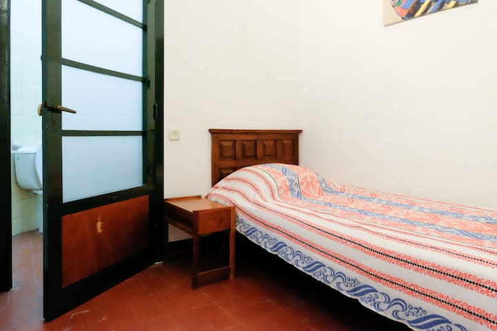 Fifth bedroom with single bed and private bathroom