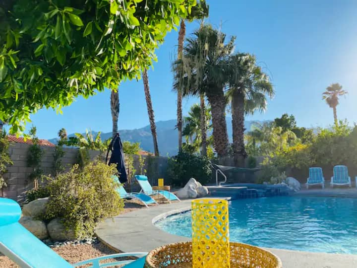 2 Stylish Villas w. View, Pool, Spa- sleep 16