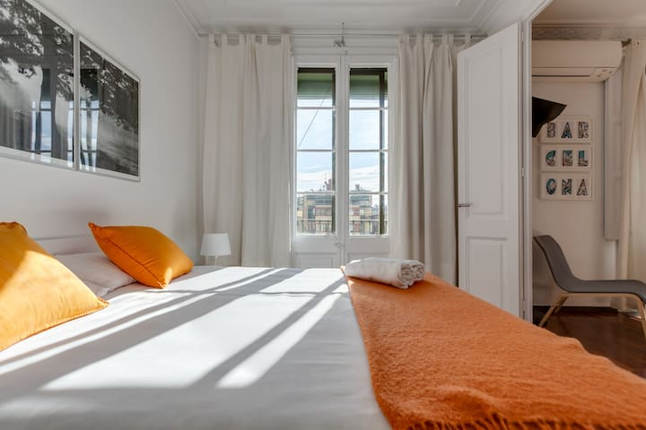 EIXAMPLE DELIGHT - Cozy & Bright Apartment