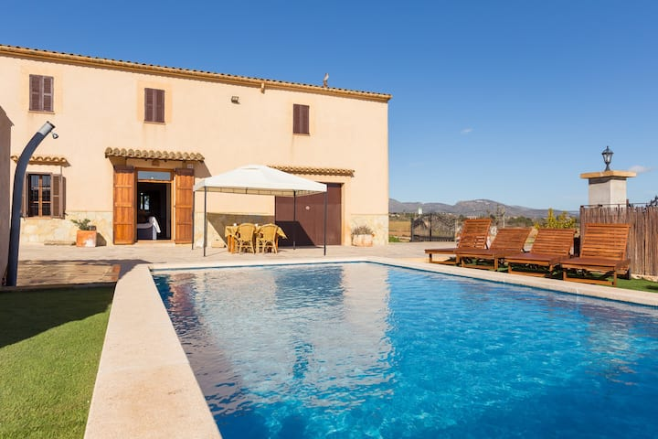 Can Pont. Spacious villa with pool in Manacor.