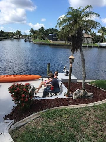 Waterfront Master Suite -cable/wifi - Cape Coral