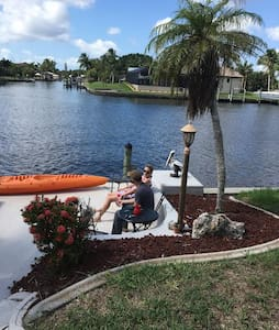 Waterfront Master Suite -cable/wifi - Cape Coral - Casa