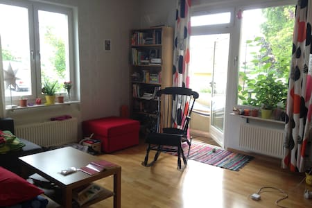 A cozy apartment for two to four people - Örebro