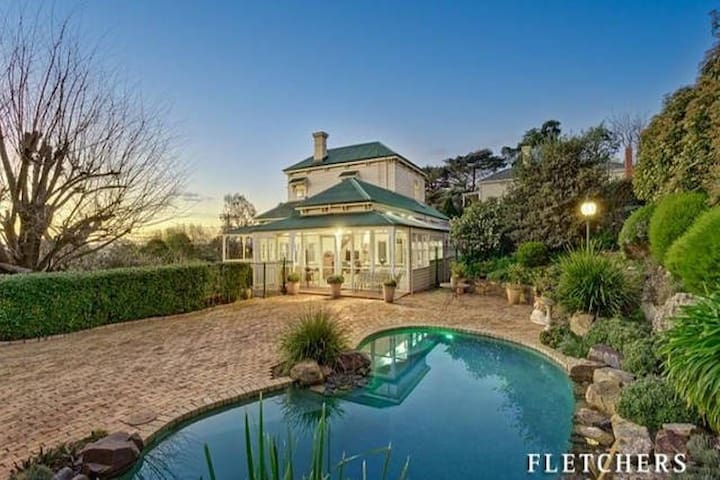 Cherbury - lavish and original (2) - Lilydale