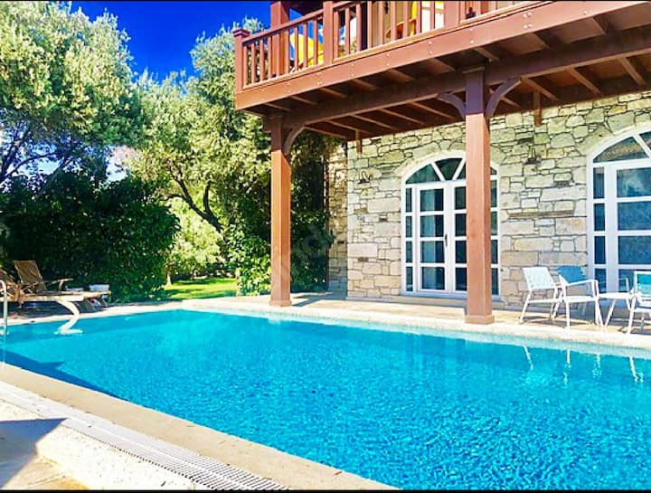 A Real Stone Home,Large Garden,Swimming Pool,Cozy