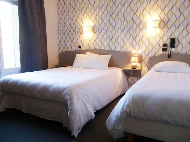 Une chambre d'hôtel à l'ambiance cosy