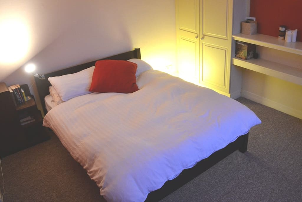 Kingsize bed in peaceful room