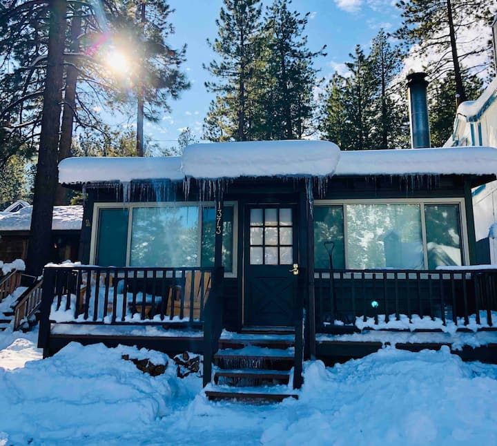 Newly Remodeled Cabin Bungalow. Close to Town+Ski