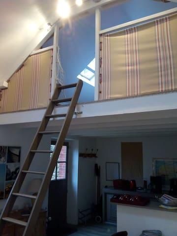 Echelle de meunier pour les 2 couchages de la mezzanine