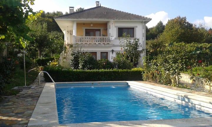 Villa con piscina en Pantòn, Ribeira Sacra. Galicia. Ideal para familias