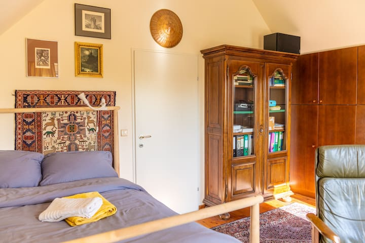 20m² Antiquity Room near U2 metro  Free Parking