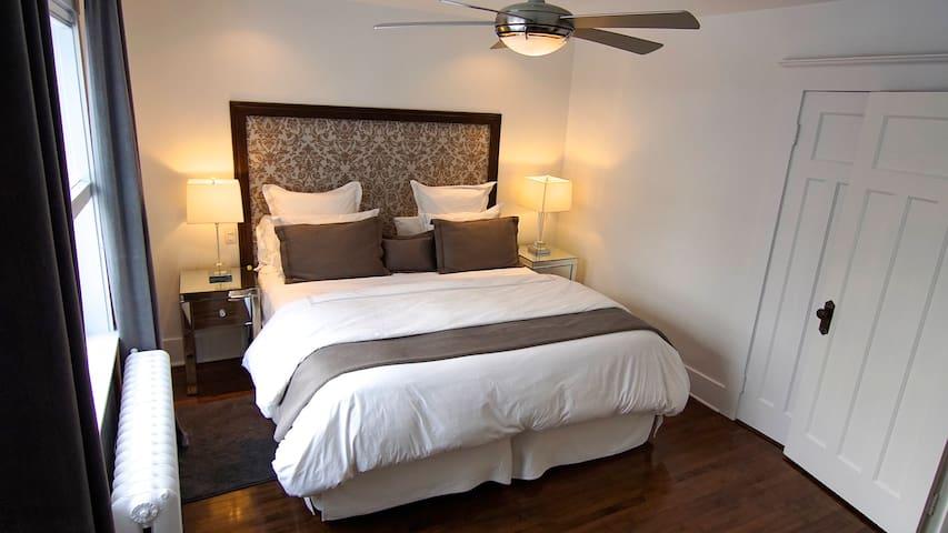 Modern 3 Bedroom Home with Large Back Deck & Yard. - Mount Royal - Ev