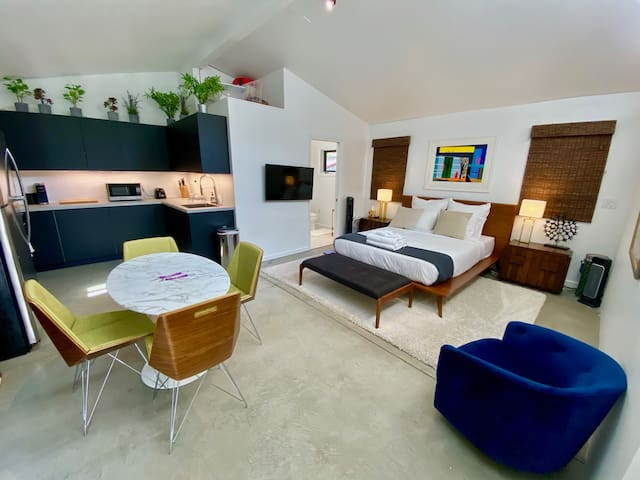 Brand New & Charming Hollywood Hills Guest Studio