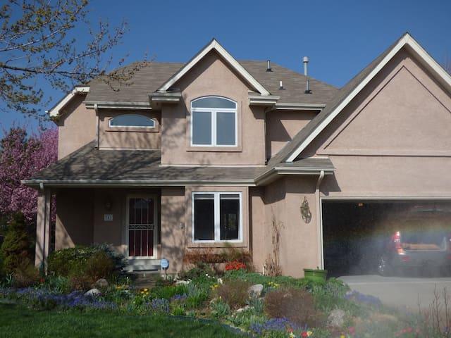 two story home--quiet neighborhood - Denver - Huis