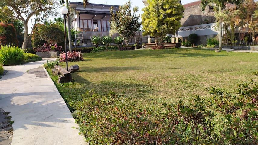 Villa Puncak 6 kamar Private pool wifi hot water