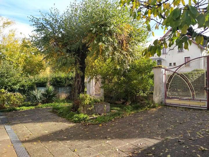 Maison avec jardin, rue calme proche de Chambéry