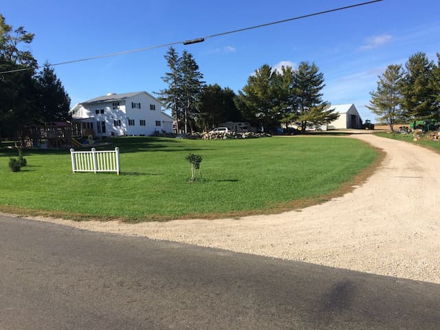 Large Country Home - East Madison - Cottage Grove - Hus