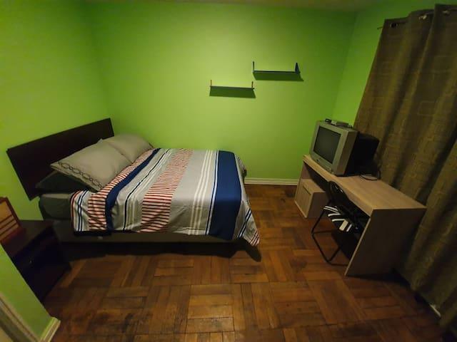 Cómoda habitación privada en pleno centro.