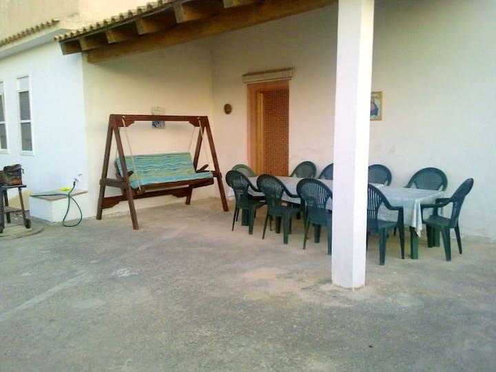 Maison de 4 chambres à Santa Maria del Focallo, avec jardin clos - à 150 m de la plage