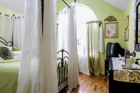 Wonderful 2 Bedroom Apartment for 6 - Стейтен-Айленд