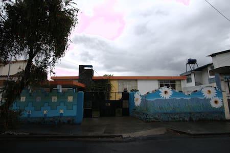 Casa Chukirawa: Art & Host - Latacunga