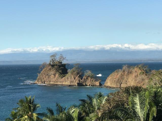 Punta Leona, con vista y  acceso privado a playa