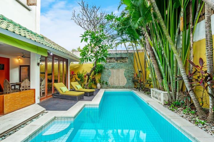 Villa Alit, colorful 2BR Villa near the beach