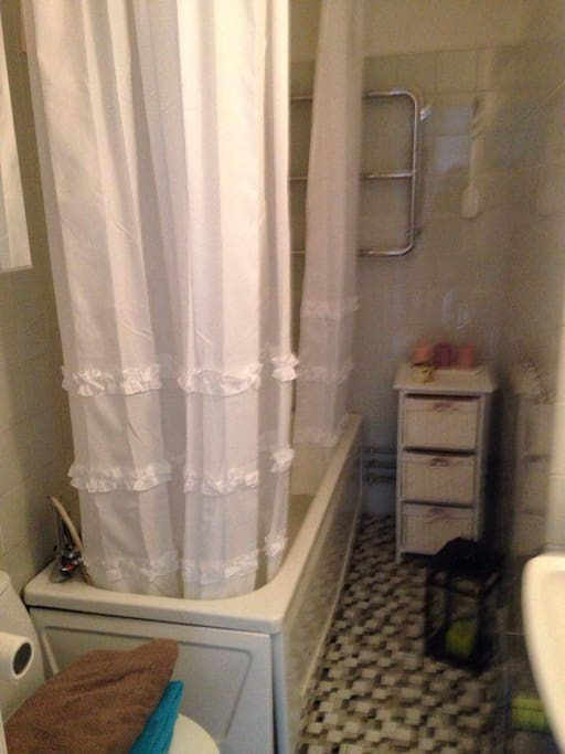 Badrum med badkar